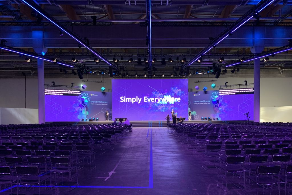 Live Event mit Eve Untertitelung auf extra Bildschirmen